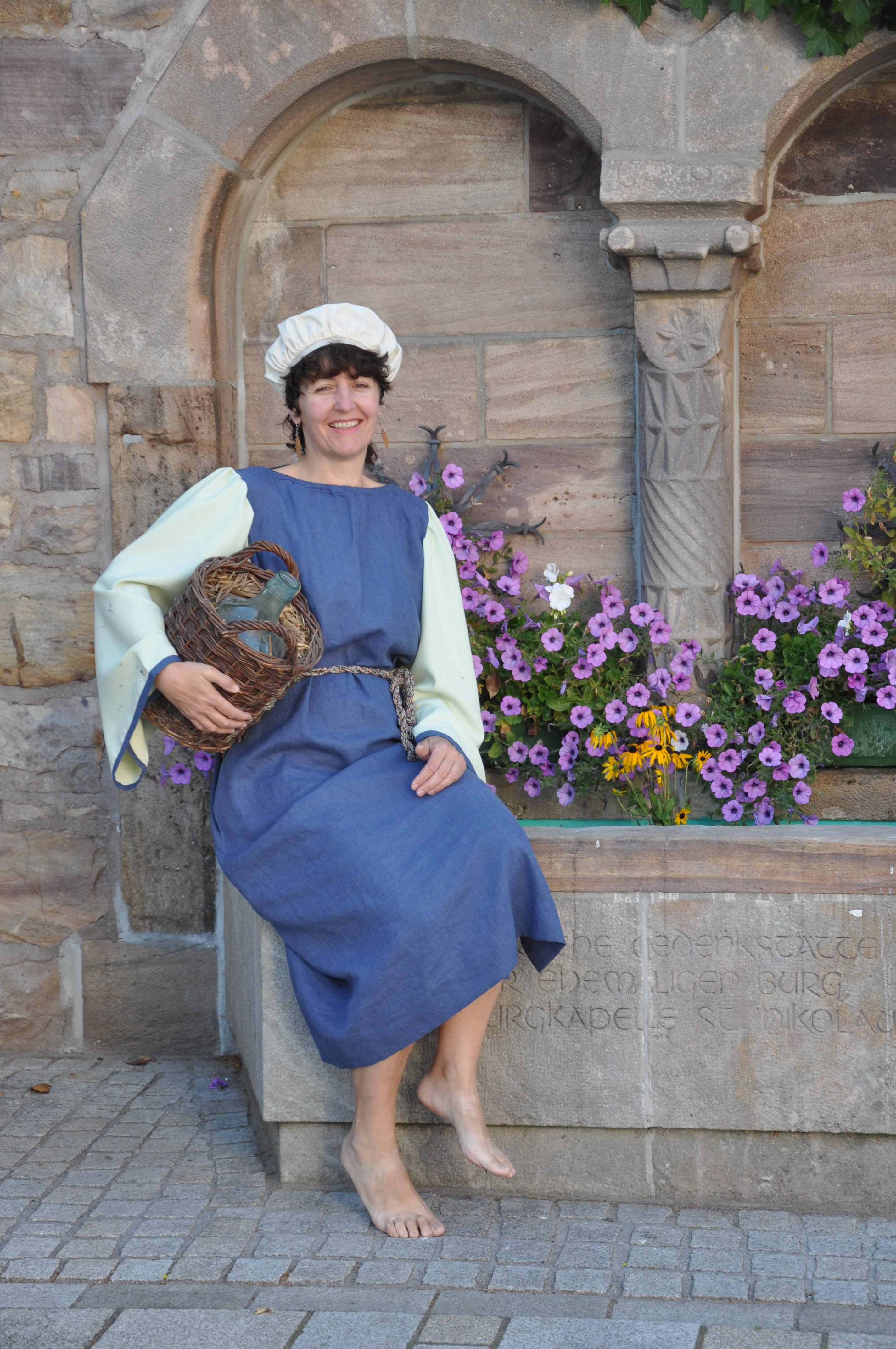 Eine unserer Gästeführerinnen / Magd Klothilde